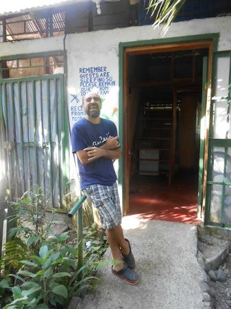 Cabinas el Peresozo: Omar Welcomes His Guests