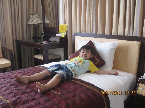 Duy Tan 2 Hotel: Room