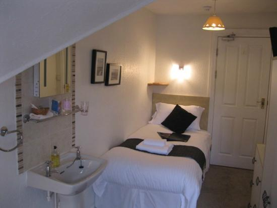 Top floor standard single room at Harvington House b&b