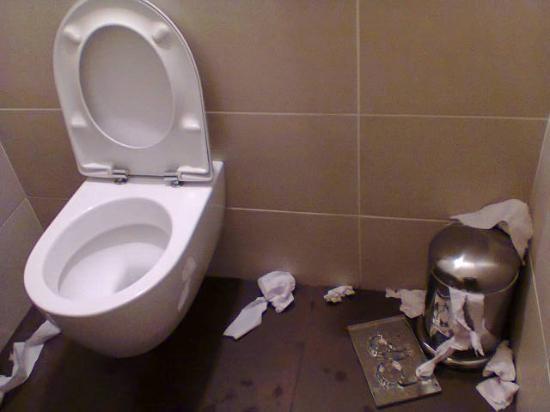 les toilettes handicap s un vendredi picture of lindt store paris paris tripadvisor. Black Bedroom Furniture Sets. Home Design Ideas