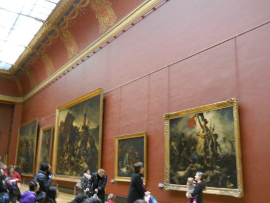 corridoio del primo piano con quadri enormi foto di