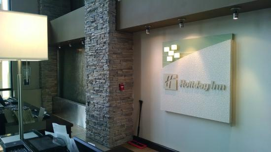 Holiday Inn Virginia Beach - Norfolk: Wall fountains at front desk