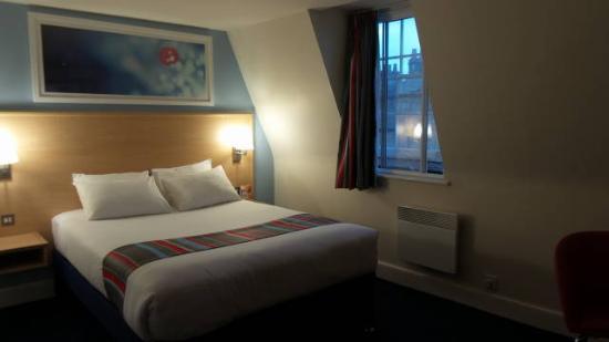 Travelodge Bath Central: quarto para casal