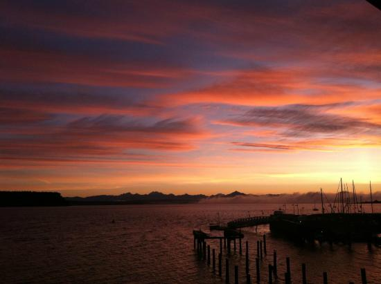 Boatyard Inn : Sunrise from the deck of Waterfront Driftwood Suite 12 - February 15, 2015