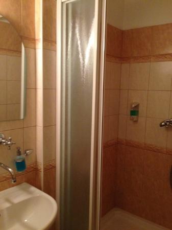 Klara : Bad mit Dusche