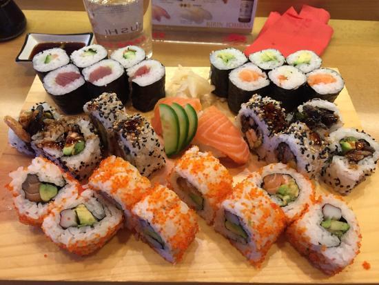 SUSHI-BAR Tatsumi Osamu Yamashita: Mittagstisch plus Salmon Skin(gegrillte Lachshaut)