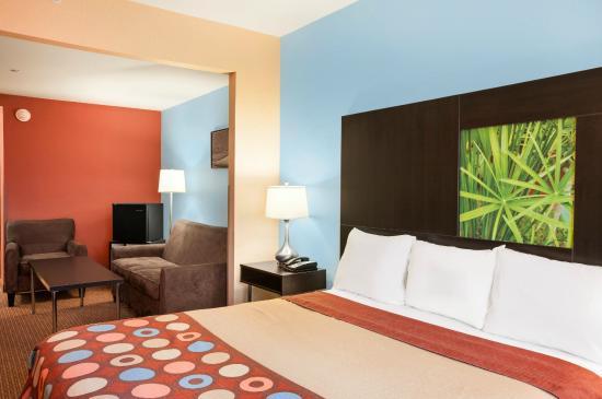 سوبر 8 بينسفيل: King Suite Room