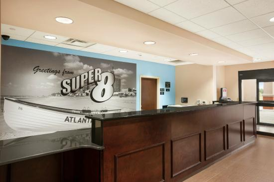 Super 8 Pennsville/Wilmington: Front Desk