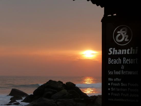 Shanthi Beach Resort: Sunset at Shanthi