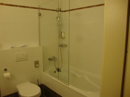 Hotel Voyage: łazienka, wygodna wanna.