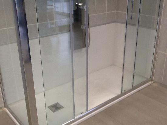 Cambio vasca in doccia idraulico foto di b b la