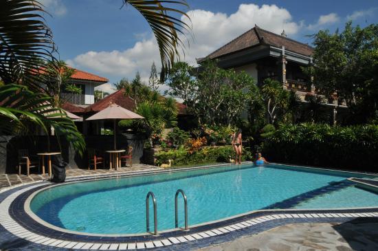Segara Agung Hotel : piscine