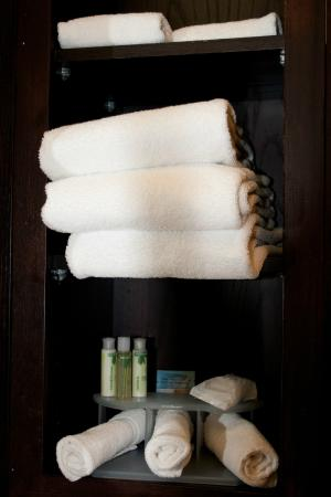 Holiday Inn Express Hotel & Suites Shamrock North: Nice white towels