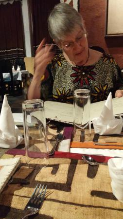 San Toro : lovely table settings with mudcloth