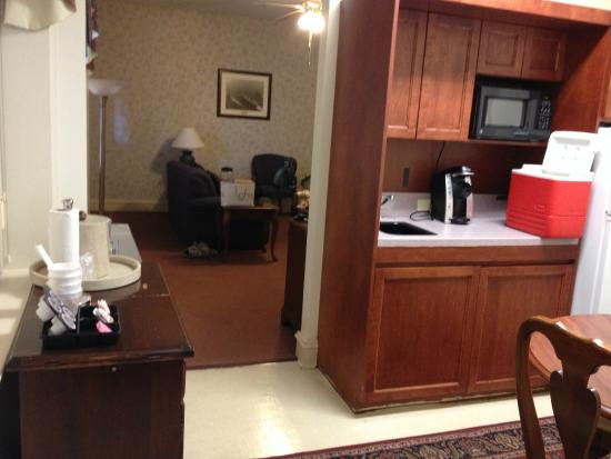 Navy Gateway Inn Pensacola : Kitchen area