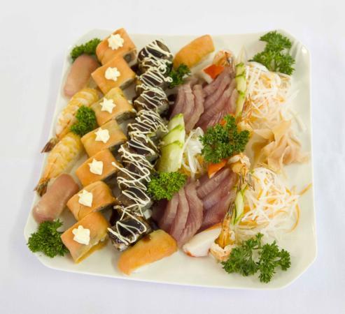 Crossroads  Hotel: Sushi Plate