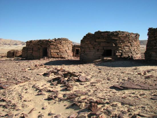 Dahab Safari Day Tours : дольмены Навамис - ровесники первых пирамид