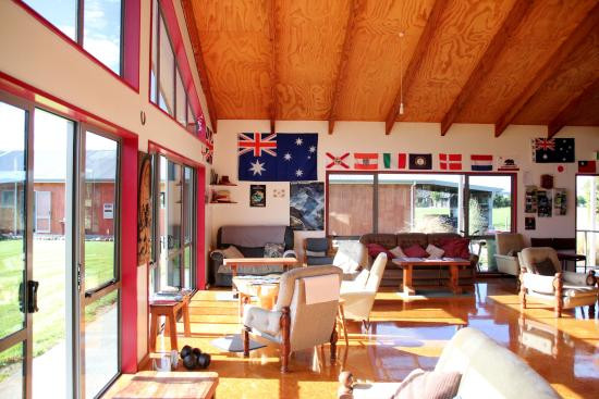 Bob and Maxine's Backpackers: common area