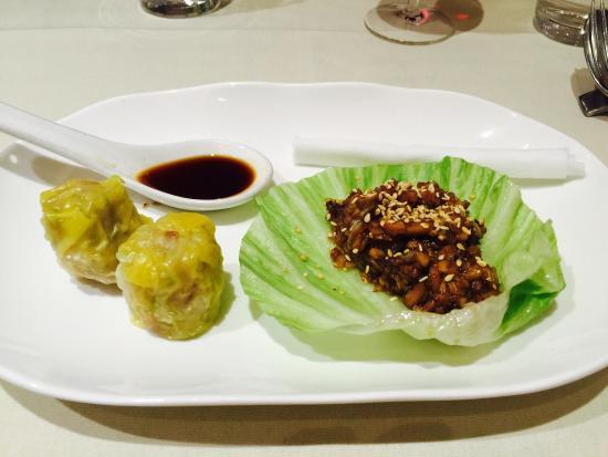 Me Wah Restaurant Launceston: Homemade pork dumpling & duck San choy bow. Perfect!