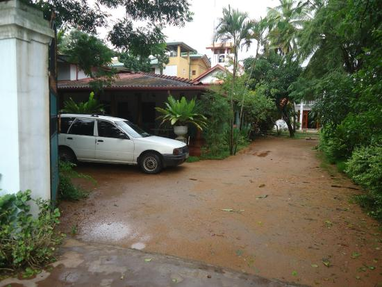 Saubagya Inn : Car park