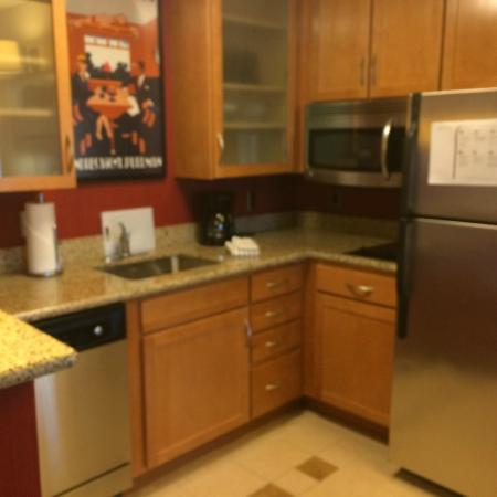 Residence Inn Pittsburgh North Shore: Kitchen Area.