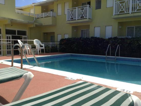 Tropical Winds Apartment Hotel: A well-kept pool all to yourself