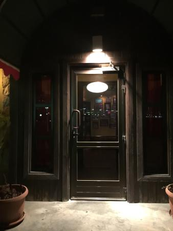 Johnny Carino's: Entrance