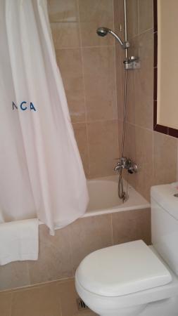 Bañera con buena ducha