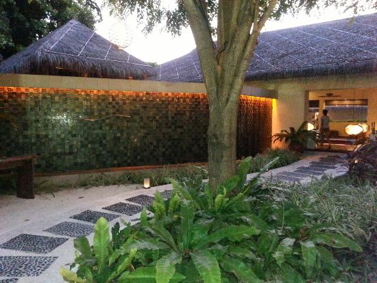 Veli Spa at Kurumba Maldives: Entrance to the Veli Spa!