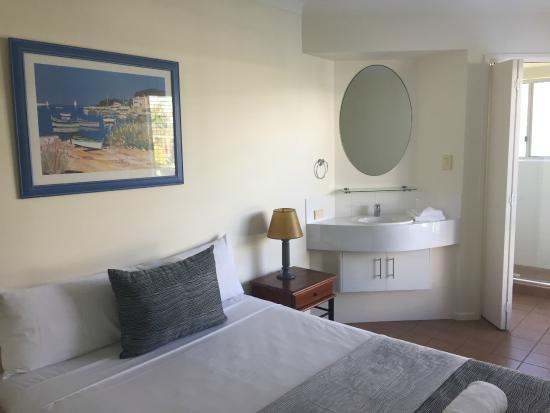 Coolum Beach, Australia: Two bedroom unit - main bedroom