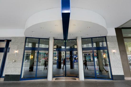 Manhattan Hotel: Hoteleingang