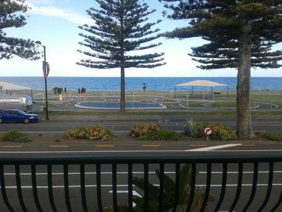 Beach Front Motel Napier : Wide sea view from the balcony of the first floor unit
