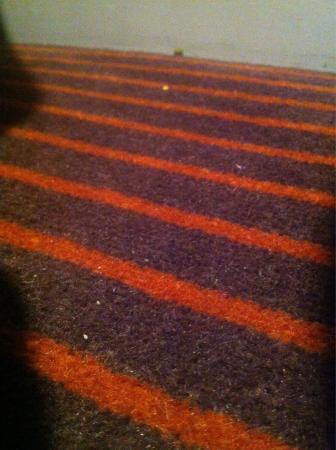 De Vere Theobalds Estate: Carpets do not get hoovered thoroughly