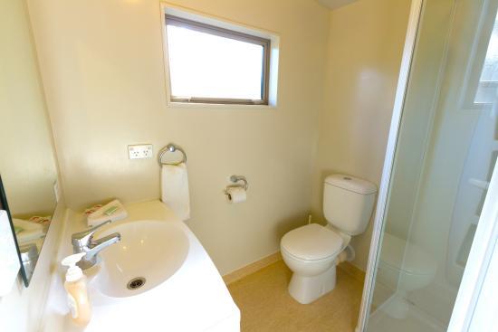 10 Cottages: Bathroom