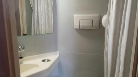 Salle de bain propre foto di premiere classe auxerre for Mr propre salle de bain