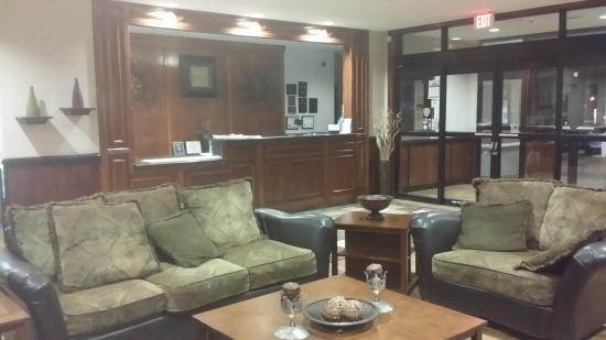 Best Western Plus Circle Inn: front desk