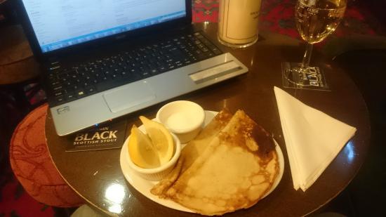 Awsworth, UK: My pancake and Pinot Grigio!