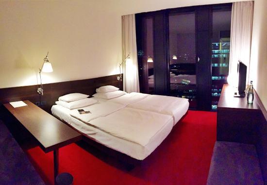 Geraumige Zimmer Mit Ausblick Bild Von Empire Riverside Hotel