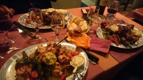 Diverses assiettes de grillades photo de le barbecue - Le barbecue nice ...