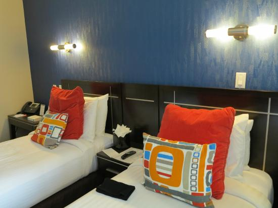 Chambre double lits jumeaux - Picture of Nesva Hotel, Long Island ...
