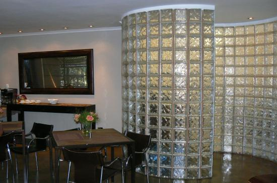 African Moon Corporate House : dining area