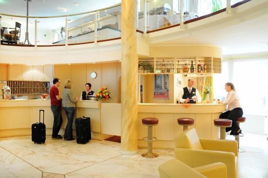 Ramada Hotel Herzog Widukind Stade: Empfang