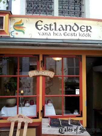Estlander : Charming outside window