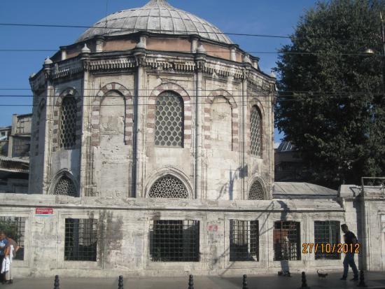 Beyazıt Meydanı - Picture of Beyazit Square, Istanbul ...