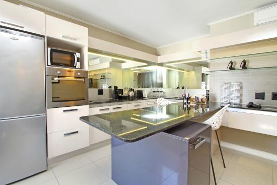 Suite kitchen picture of the hyde all suite hotel cape for Kitchens western cape