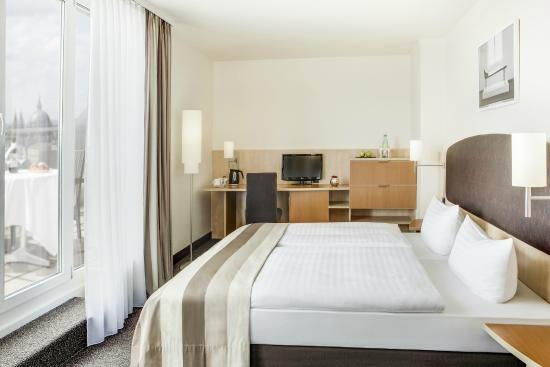 IntercityHotel Vienna: Business Plus Zimmer mit Terrasse