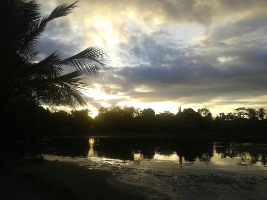Il Giardino Beachfront Hotel: stunning sunset