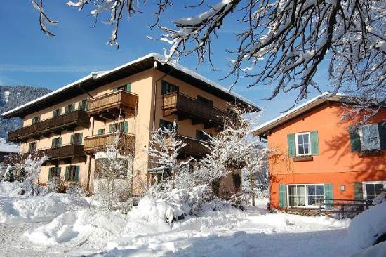 Hotel Edelweiss: Hotel mit Gartenhaus