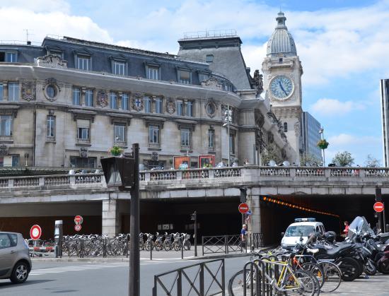 le train bleu entrance picture of mercure paris gare de lyon tgv paris tripadvisor. Black Bedroom Furniture Sets. Home Design Ideas