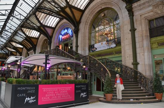 le train bleu entrance picture of mercure paris gare de lyon tgv paris tripadvisor. Black Bedroom Furniture Sets. Home Design Ideas